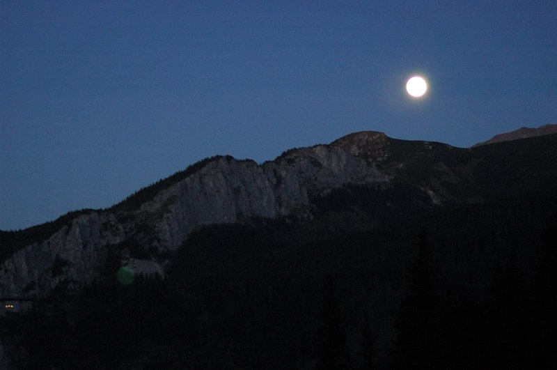 A księżyc trwoni światła moc